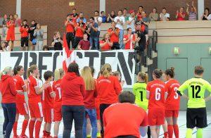 Besondere Atmosphäre: Oft tragen die Frauen ihre Heimspiele unmittelbar vor den Partien der ersten Mannschaft in der Alfred-Berg-Halle aus.