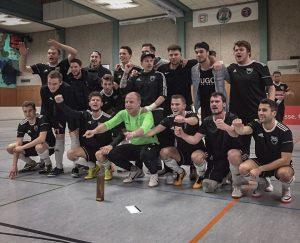 Fußball I Hennen II jubelt beim Brennholz-Cup 2019